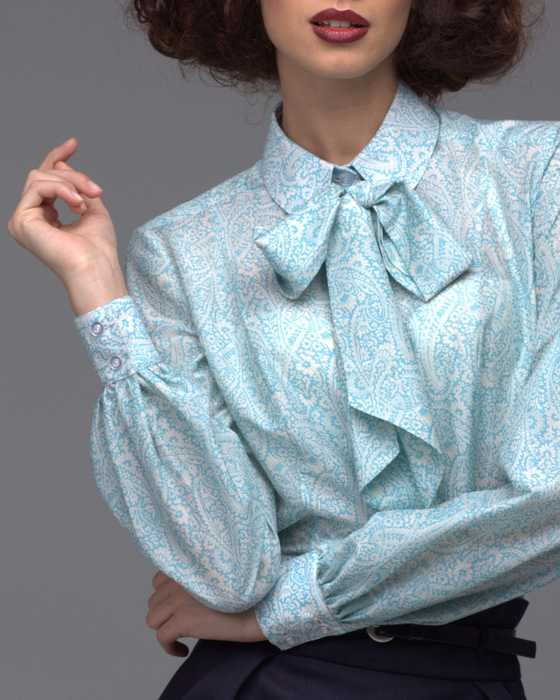 bluza-morozno-golubogo-cveta-s-uzorom-prisli-i-bantom_1.jpg.1000x1200_q85 (560x700, 448Kb)
