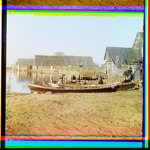 8. Берег Селигера, рыбацкие поселения в Осташкове (640x639, 461Kb)