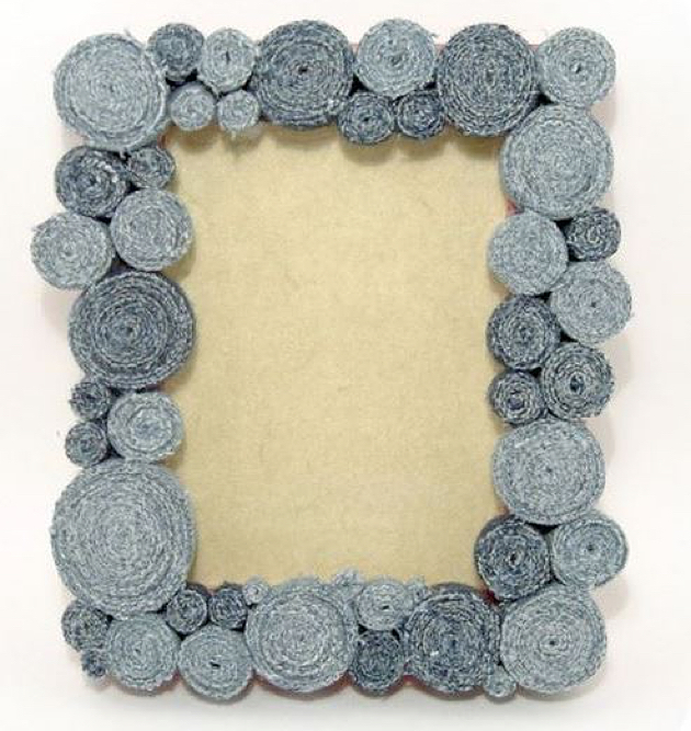 Photo-Frame-Made-From-Recycled-Denim_02_1445253486 (630x667, 430Kb)