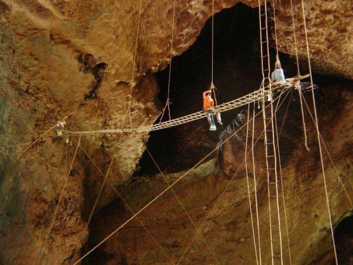 пещеры Гомантонг 9 (700x525, 328Kb)