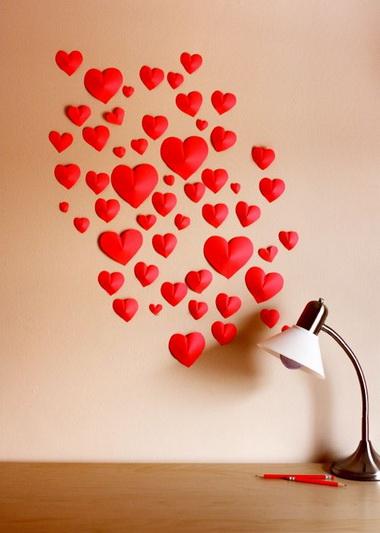 простые-объемные-сердечки-из-бумаги-на-стене (380x533, 63Kb)