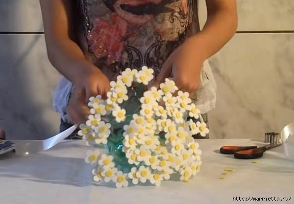 Букет цветов из пластиковой бутылки и фоамирана (2) (602x417, 122Kb)
