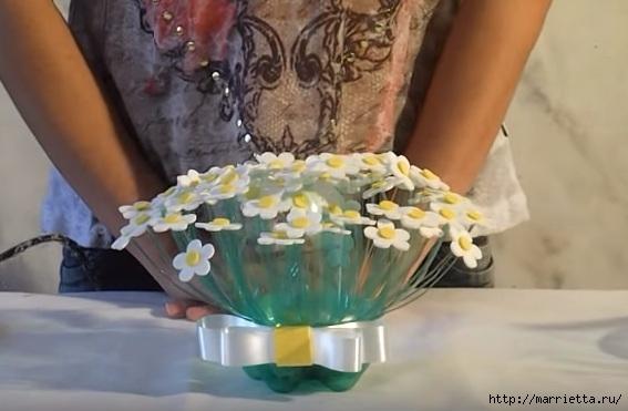 Букет цветов из пластиковой бутылки и фоамирана (4) (567x371, 113Kb)