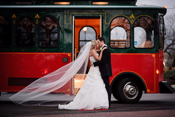green-and-red-Christmas-wedding-bus-ideas (600x400, 186Kb)