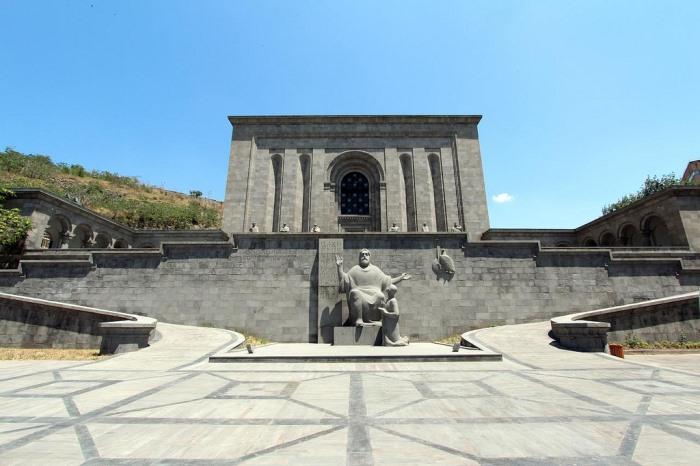 http://dturista.com/publ/dostoprimechatelnosti_mira/chto_posmotret/muzej_matenadaran_v_erevane/32-1-0-393/4216969_08497412 (700x466, 84Kb)