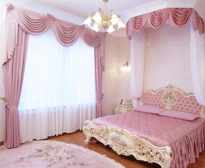 Секс игрушки женщины одна в спальной комнате 14 фотография