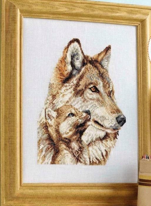 Вышивка волчица с волчонком