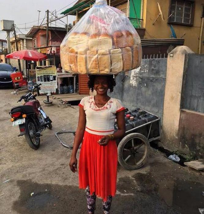продавщица хлеба из африки стала моделью 2 (667x700, 468Kb)
