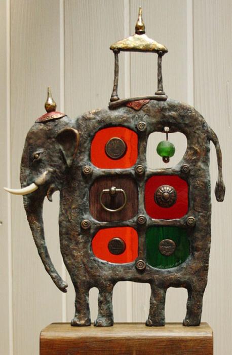 El-temple-elefante-hecha de metal-epoxi-vidrio-Wood: Grabado de vidrio y metal-escultura-por-Dalibor-Nesnidal (458x700, 331Kb)