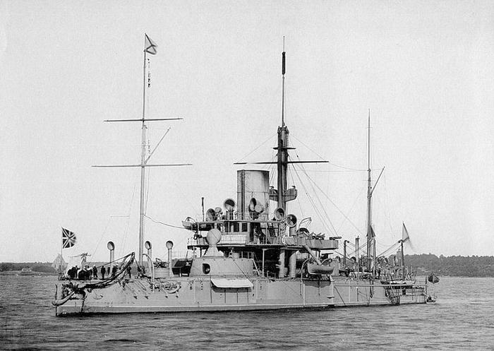 800px-Ironclad_warship_Pyotr_Velikiy (700x497, 221Kb)