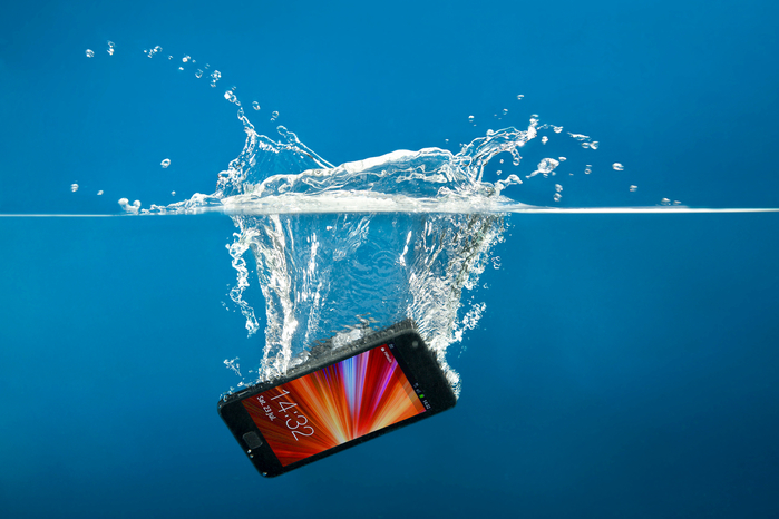 iphone-water-damage (700x466, 308Kb)