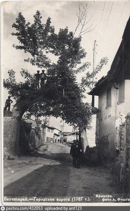 Бахчисарай. Городские ворота (1787 г.) (430x700, 318Kb)