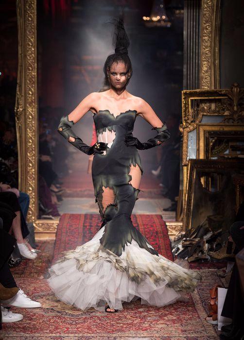 коллекция вечерних платьев Moschino 5 (502x700, 286Kb)