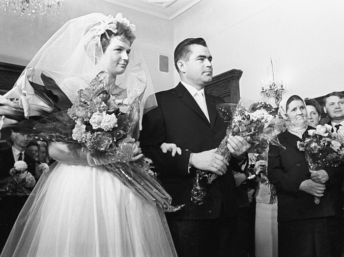 03_Tereshkova_and_Andrian_Nikolaev (700x524, 223Kb)