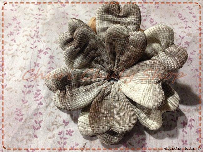Текстильная брошь с цветами из ткани. Мастер-класс (11) (650x488, 260Kb)