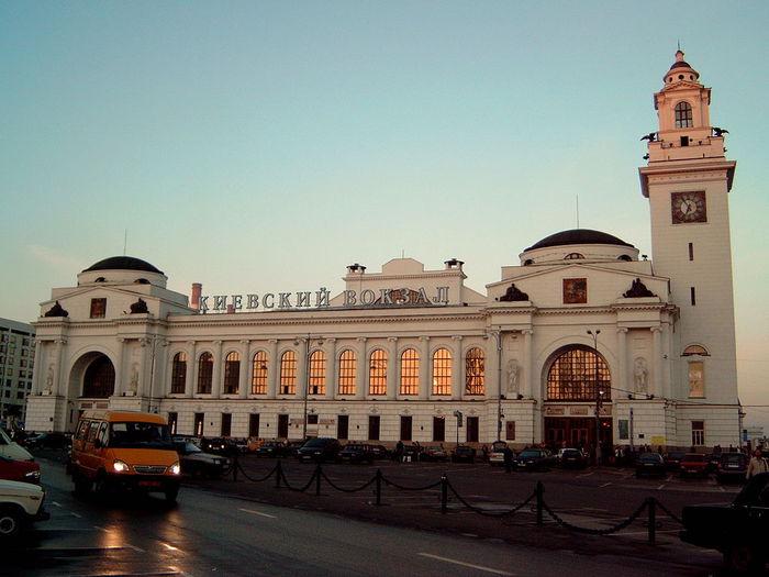 4977980_1024pxKievski_railstation (700x525, 58Kb)