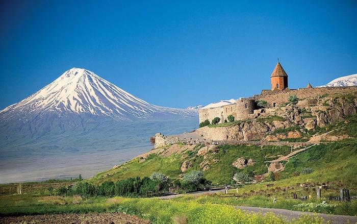 1. Гора Арарат и монастырь Хор-Вирап (700x439, 394Kb)