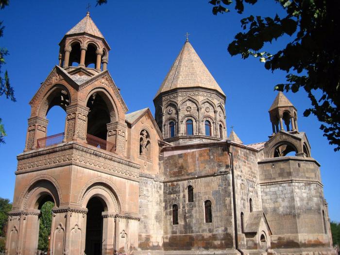 4. Эчмиадзинский монастырь (700x525, 477Kb)