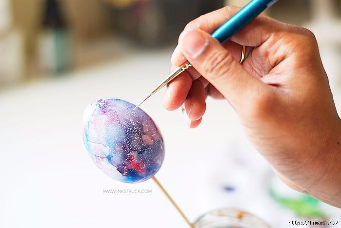 diy-galaxy-painting-on-easter-egg-7 (700x468, 168Kb)