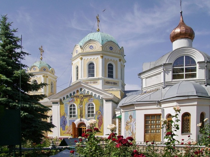 Свято-Троицкий собор в Симферополе (700x525, 118Kb)