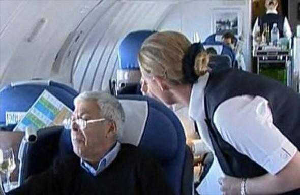 В Ливерпуле самолет не смог взлететь из-за мужчин