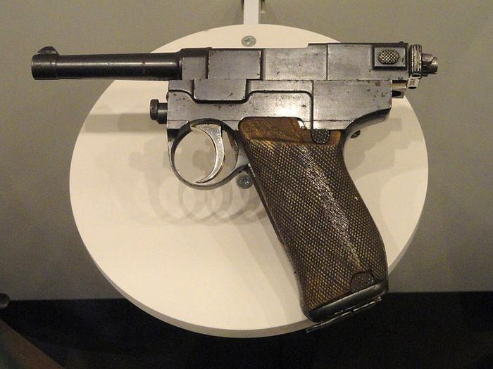 800px-Italy_Glisentia_Model_1910_pistol,_9_mm,_seven_cartridges_-_National_World_War_I_Museum_-_Kansas_City,_MO_-_DSC07472 (700x525, 360Kb)