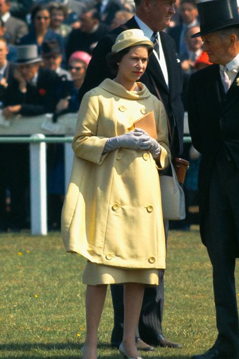 1-the-queen-1960-vogue-26oct15-getty_b_592x888 (466x700, 359Kb)