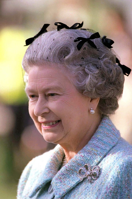 queen-elizabeth-1996-vogue-23nov15-getty_b_592x888 (466x700, 351Kb)