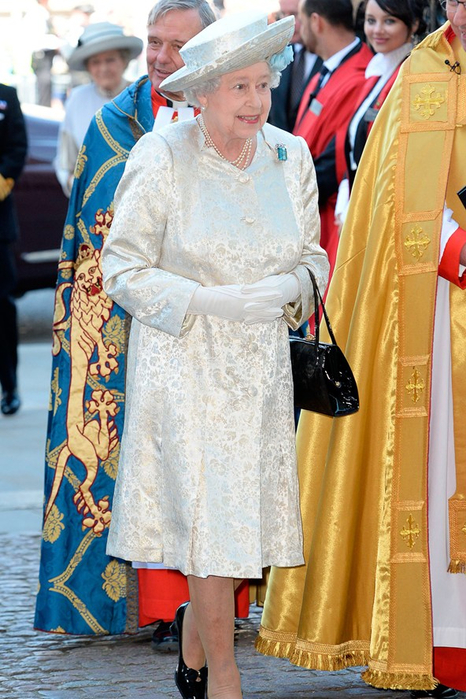 the-queen-vogue-4jun13-rex_b_592x888 (466x700, 421Kb)