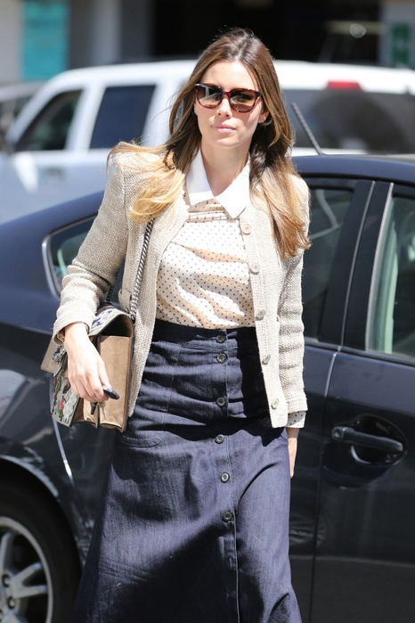 jessica-biel-out-shopping-in-beverly-hills_1 (466x700, 224Kb)