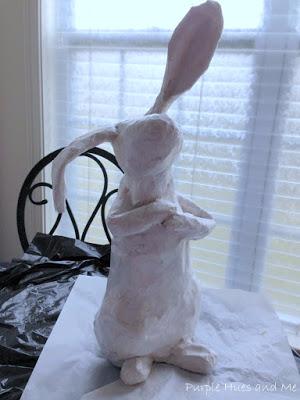 Кролик из пластиковой бутылки и папье-маше (15) (300x400, 109Kb)