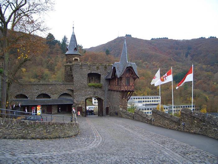 Замок Кохем под Райхсбургом. Германия. 74422