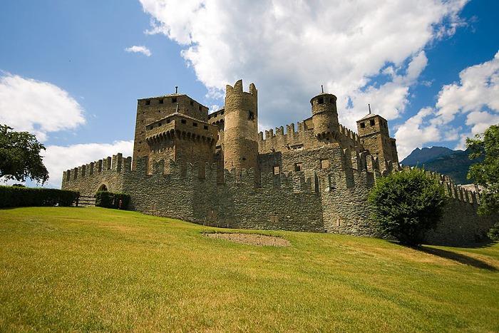 Итальянский замок Фенис (Castello di Fenis) 92153