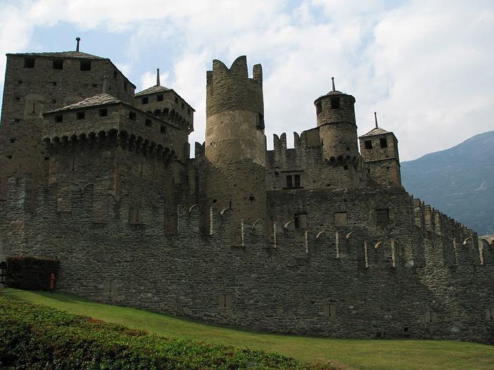 Итальянский замок Фенис (Castello di Fenis) 76532