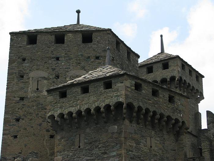 Итальянский замок Фенис (Castello di Fenis) 45019
