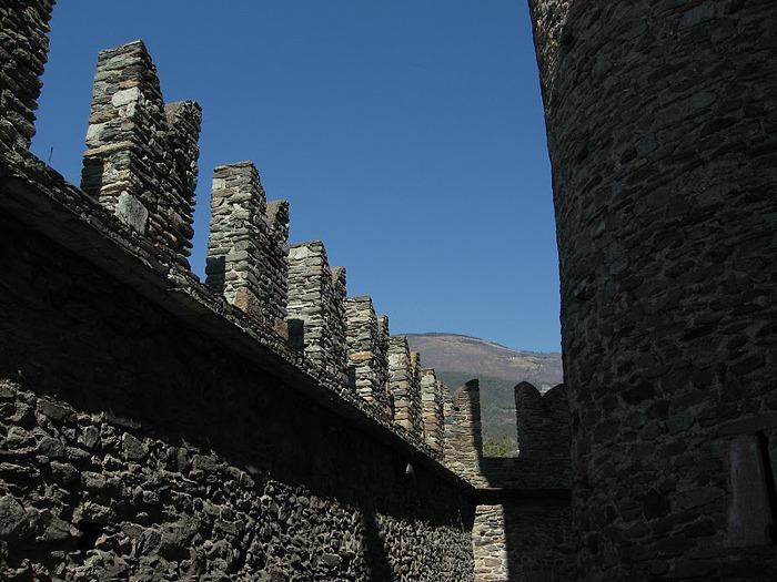 Итальянский замок Фенис (Castello di Fenis) 63572