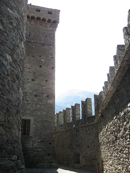 Итальянский замок Фенис (Castello di Fenis) 34204
