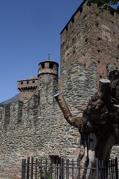 Итальянский замок Фенис (Castello di Fenis) 81759