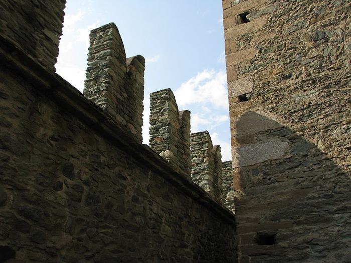 Итальянский замок Фенис (Castello di Fenis) 77064