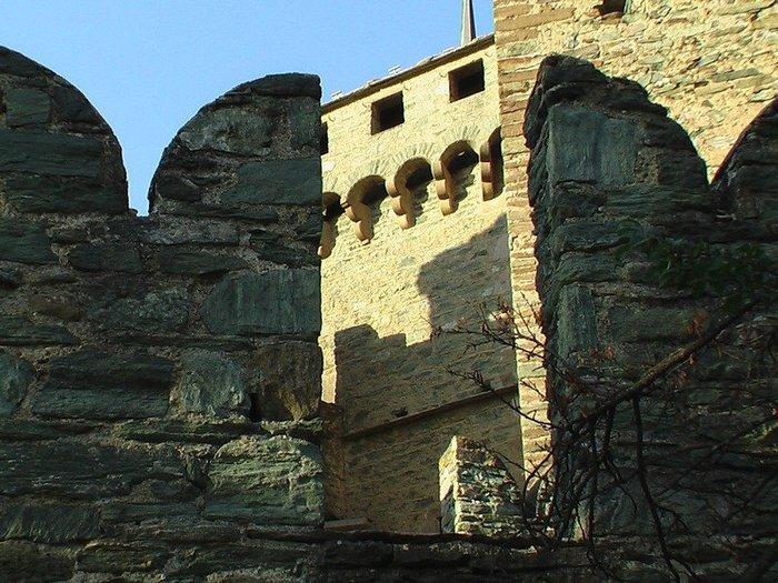 Итальянский замок Фенис (Castello di Fenis) 72324