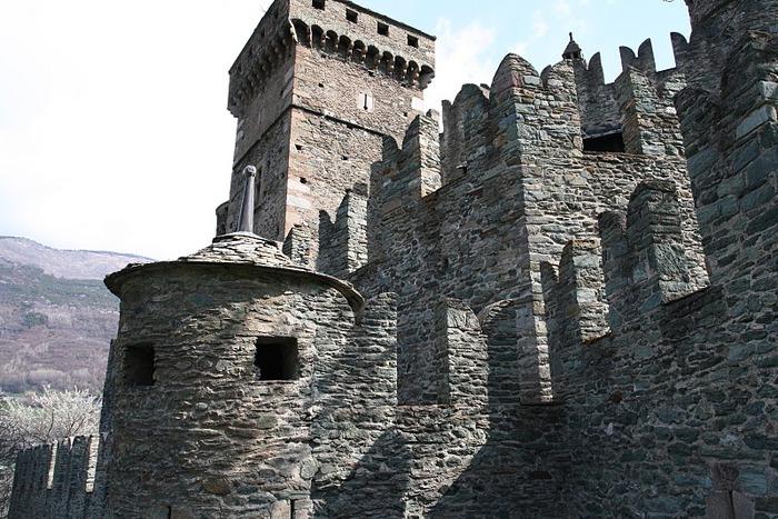 Итальянский замок Фенис (Castello di Fenis) 93831