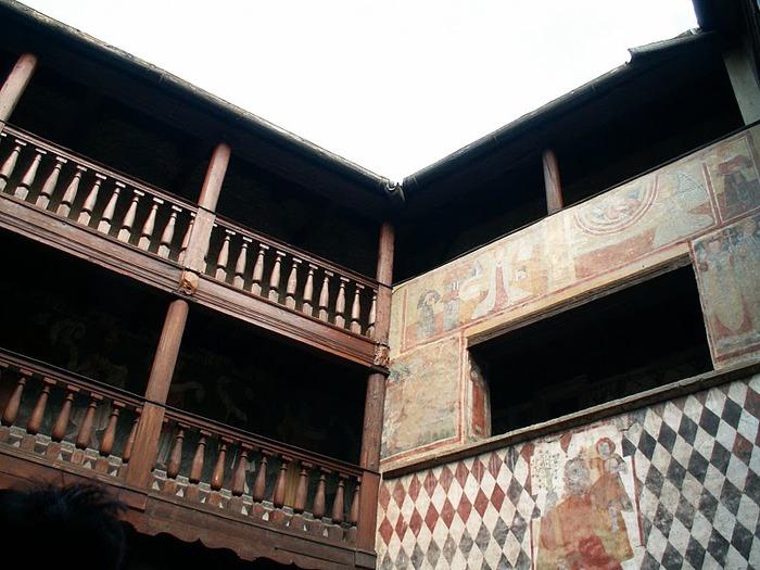 Итальянский замок Фенис (Castello di Fenis) 98769