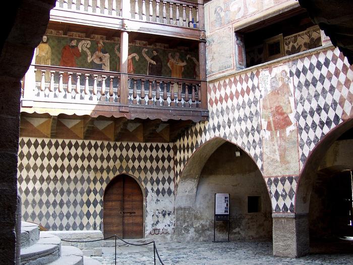 Итальянский замок Фенис (Castello di Fenis) 93412