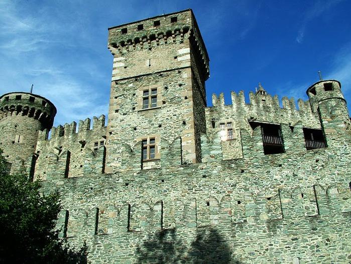 Итальянский замок Фенис (Castello di Fenis) 92724