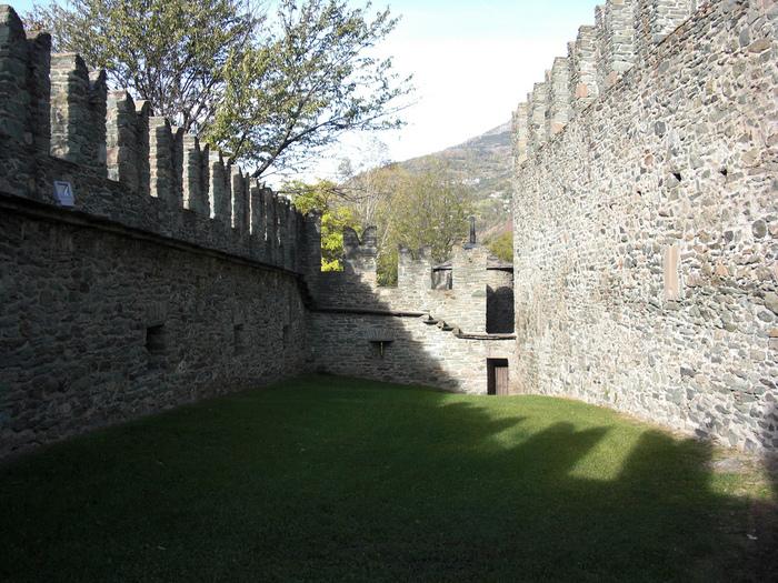 Итальянский замок Фенис (Castello di Fenis) 53927