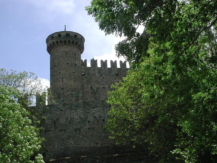 Итальянский замок Фенис (Castello di Fenis) 40777