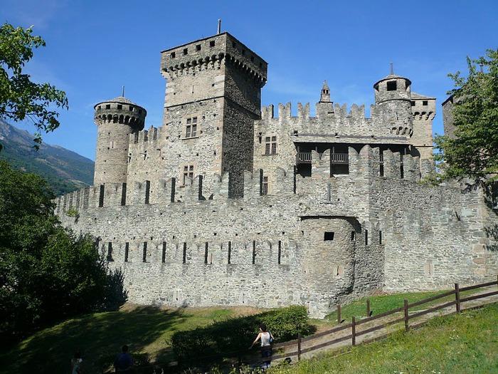 Итальянский замок Фенис (Castello di Fenis) 42085