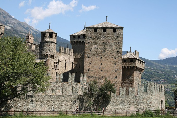 Итальянский замок Фенис (Castello di Fenis) 12935
