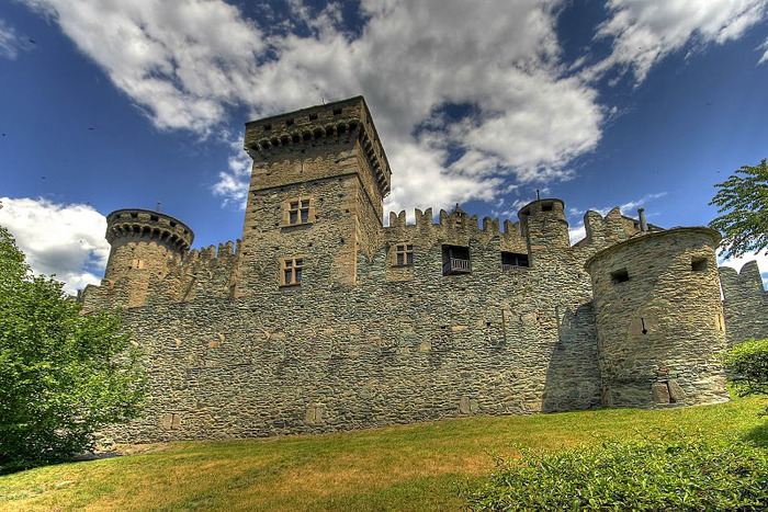 Итальянский замок Фенис (Castello di Fenis) 68206