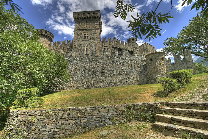 Итальянский замок Фенис (Castello di Fenis) 99564